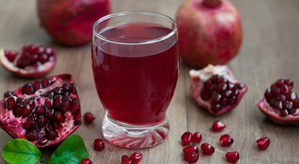 Црвена детокс-вода со калинка и нане