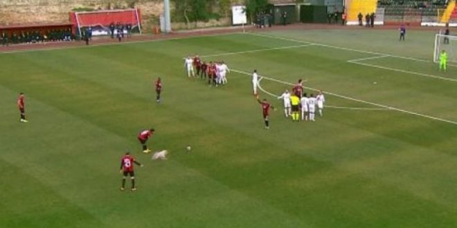 Куче прекина меч од втората турска лига (ВИДЕО)