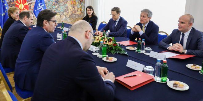 Пендаровски и европратениците Чолош и Ќучук разговараа за очекувањата за евроинтеграциите и изборите