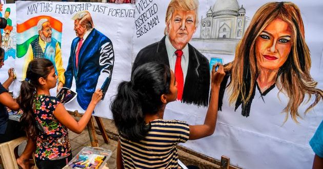 Индија полуде по Меланија Трамп, ја дочекуваа со овации и билборди (ФОТО)