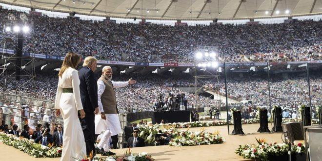 Трамп од Индија: Победата на демократите би резултирала со економска катастрофа