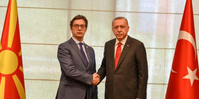 Пендаровски му се заблагодари на Ердоган за помошта