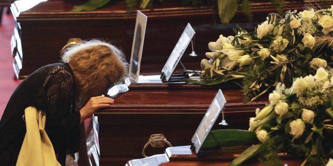 """Ужасно сведоштво на Италијанка, на која коронавирусот и одзеде се: """"Од балкон гледав како ги закопуваат моите браќа, семејството веќе ми го нема"""""""
