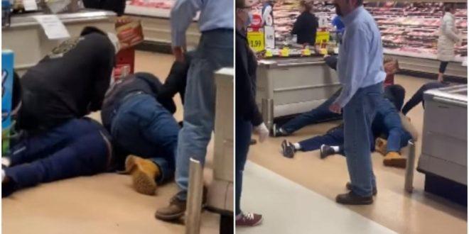 Несовесни граѓани: Маж намерно кашлал и плукал врз храна во маркет, па бил совладан од останатите купувачи (видео)