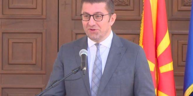 Мицкоски: Мерките против корона кризата се укинаа по препорака на политичарот Караџовски, а одлуката е донесена од владата на Заев и Спасовски