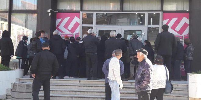 Јовановски: Да се ангажираат редарите на банките и граѓаните да почитуваат дистанца