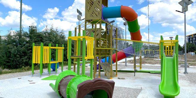 ФОТО: Скејт парк, терени за фудбал и одбојка…финишира изградбата на адреналинскиот парк во Карпош