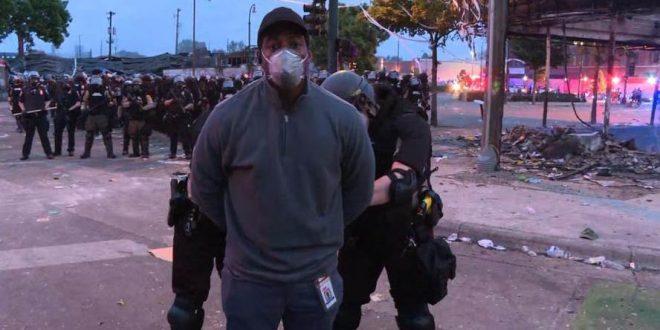 """Во јавување во живо: Полицијата во Минеаполис ја уапсила телевизиската екипа на """"СNN"""" -""""Ова е кршење на Уставот"""" (видео)"""