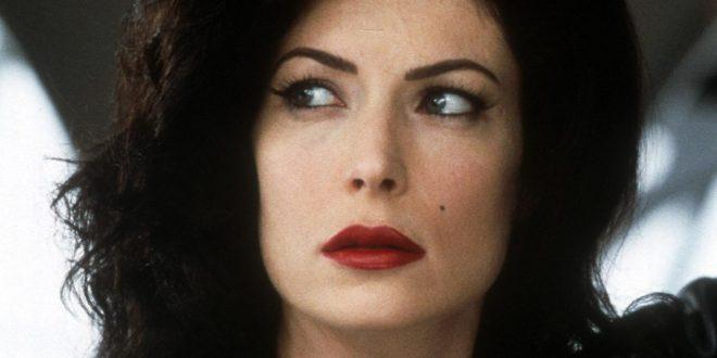 Познатата актерка за првпат по две години излезе во јавност, го уништила изгледот со пластични операции
