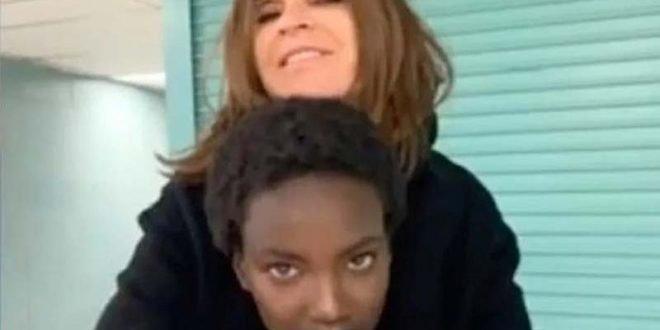 """""""Ова е длабоко навредливо"""": Поранешата уредничка на """"Вог"""" нападната за фотографија со црн модел"""