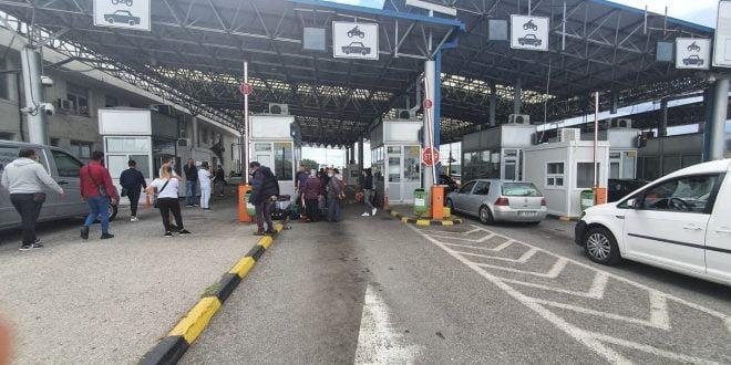 Државјаните од соседните земји доколку само транзитираат можат да ја поминат границата без ПЦР-тест