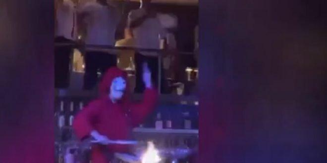 Ноле се журкаше во ноќен клуб со тактовите на песната Бела чао (ВИДЕО)
