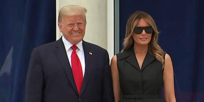 """""""Кисела насмевка"""": Трамп ја предупредил сопругата Меланија да се насмевне пред фотографите (видео)"""