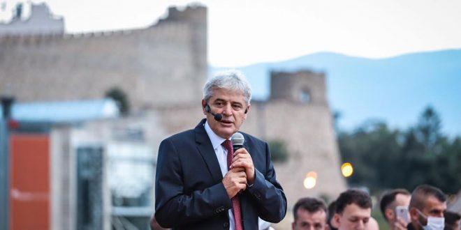 Ахмети: Сега е историски момент за да ја предводиме земјата, време е премиер Албанец