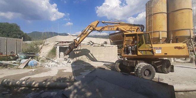 Дивоградба се руши и кај касарната во Охрид (ВИДЕО)