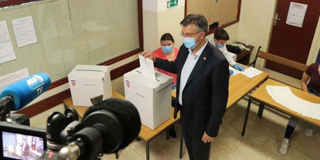 """Прелиминарни резултати на изборите во Хрватска: ХДЗ 68 места, """"Рестарт"""" 42"""