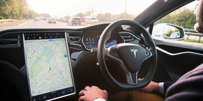 """""""Tesla"""" на чекор од автопилот, Германците подготвуваат обвиненија"""