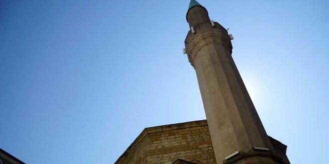 Во Србија се затвораат сите џамии