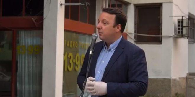 Николоски: Ципрас им се смее во лице и им цитира песни од Блаже Конески