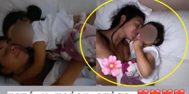 Џорџина повторно крева прашина: Покажа повеќе отколку што треба во кревет со својата ќерка (ФОТО)
