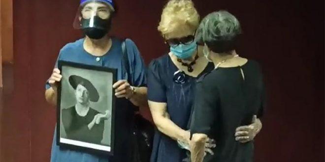Семејството, пријателите и познатите личности се збогуваа со Исидора Бјелица