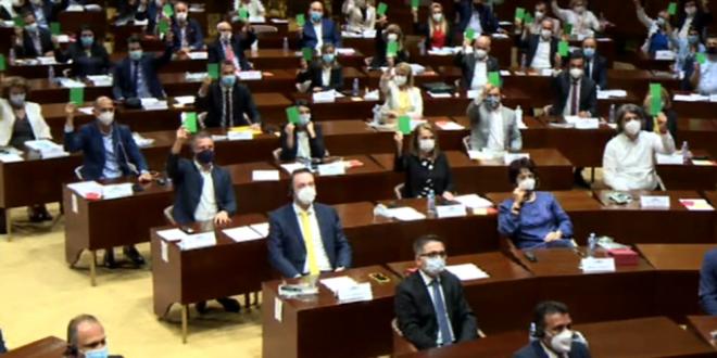 """Со 62  гласа """"за"""" и 44 """"против"""" избрани замениците министри во Владата"""