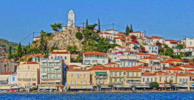 """""""Експлозија"""" на корона на грчки остров: Туристите бегаат, воведен полициски час!"""