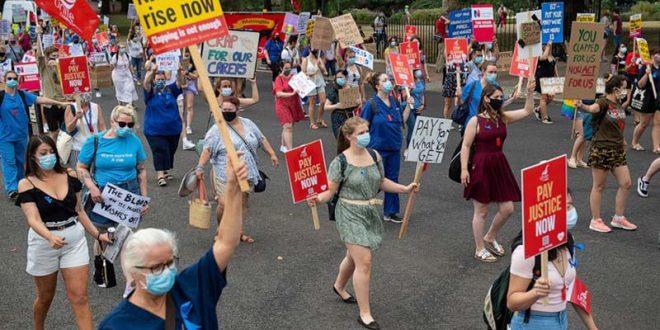 Протести на медицинските работници низ Велика Британија, бараат зголемување на платите