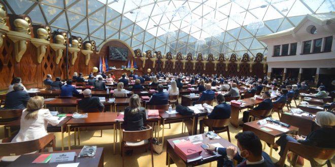 На два дена до рокот: СДСМ тврди дека Заев е мандатар, Мицкоски е за нови избори
