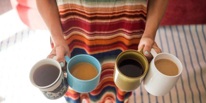 Колку е важно што пиеме наутро и кој пијалок е поздрав – кафе или чај?