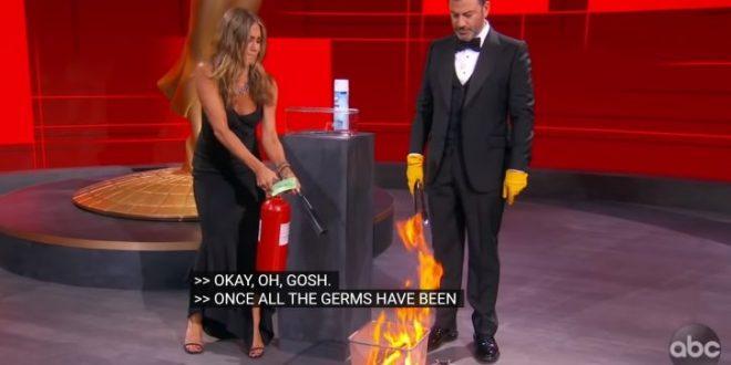 Џенифер Анистон ги спасила Еми наградите, гасела пожар во студиото (видео)