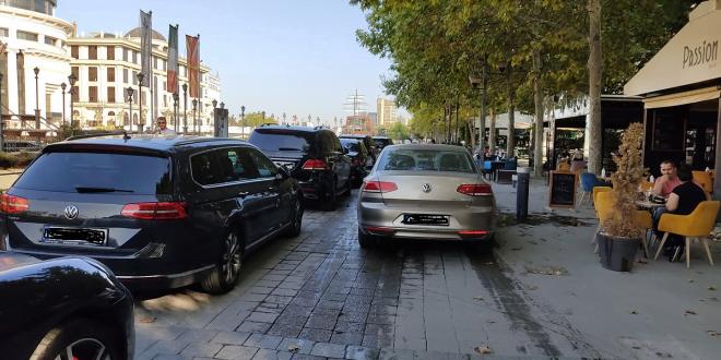Шеталиште или паркиралиште: Од автомобил на кафенце (ФОТО)