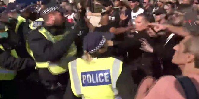 Антимаскери се судрија со полицијата во Лондон (ВИДЕО)