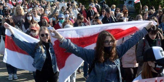 Протести во Белорусија: Полицијата апси во Минск