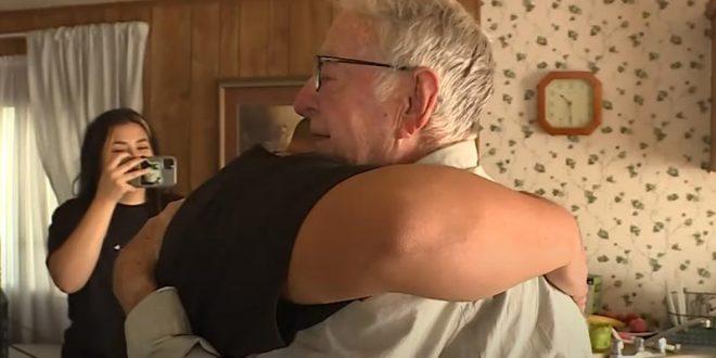 """""""ТикТок"""" му го смени животот: 89-годишен доставувач на пици добил """"бакшиш"""" од 12.000 долари (ВИДЕО)"""
