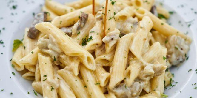 Ова е најбрз рецепт на светот за сос за тестенини кој воопшто не се готви