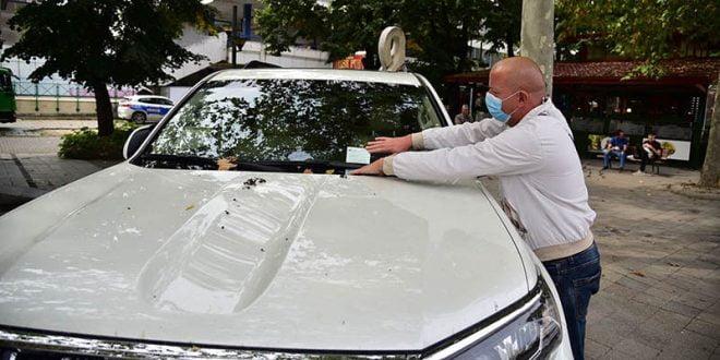 """Инспекторатот на Град Скопје ги казни несовесните возачи за непрописно паркирани возила на кејот """"13 Ноември"""""""