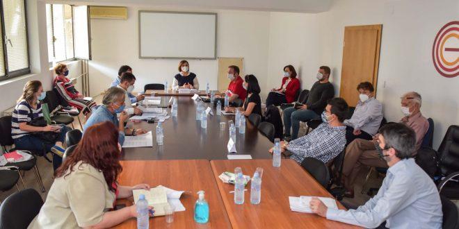 Шахпаска на средба со претставници на синдикатите и работодавачите